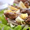 Салат из редиса и огурцов с куриной печенью