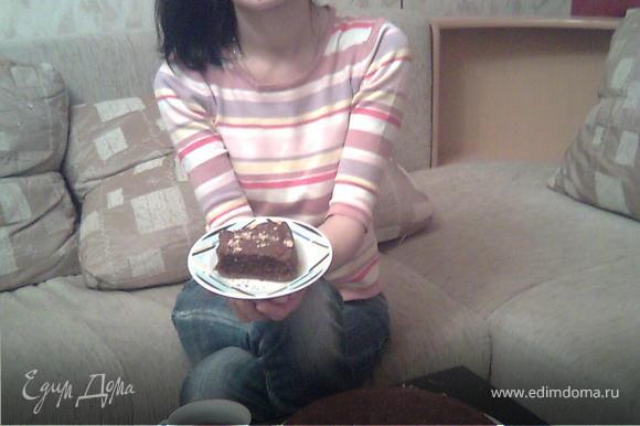 """Готовый кекс можно украсить измельченными орехами или взбитыми сливками. Но я и моя семья любим его """"в чистом виде"""" со свежезаваренным черным чаем))) Приятного аппетита!!!"""