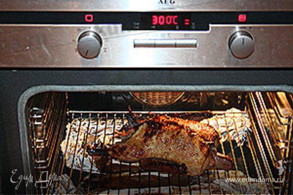 Поставьте духовку на режим - гриль. Запекайте 10 минут до золотистой хрустящей корочки.