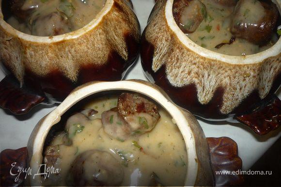 Ставим горшочки в холодную духовку и выдерживаем 2 часа при 150*С. При желании за 30 минут до готовности можно накрыть лепешками из хлебного теста. Подают с овсяными блинами (рецепт http://www.edimdoma.ru/recipes/16630) Приятного аппетита!