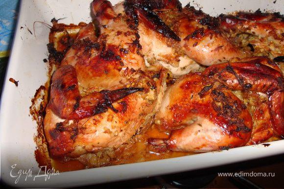 Берем жаропрочную посуду, смазываем оливковым маслом, кладем наших маринованных цыплят и в разогретую на 180гр духовку на 30 мин, далее прибавляем огонь и мин 5-10 до красивой корочки. Ну вот и все! Я подавала с теплым салатом на гарнир от Ю. Высоцкой