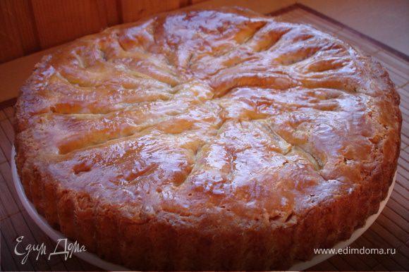 остывший пирог вынимаем из формы