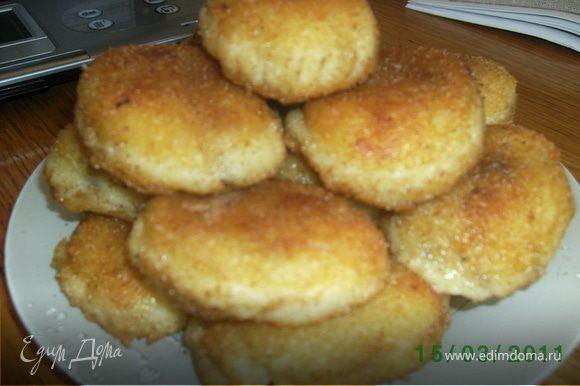 Пирожки обжарить на раст.маслес двух сторон.