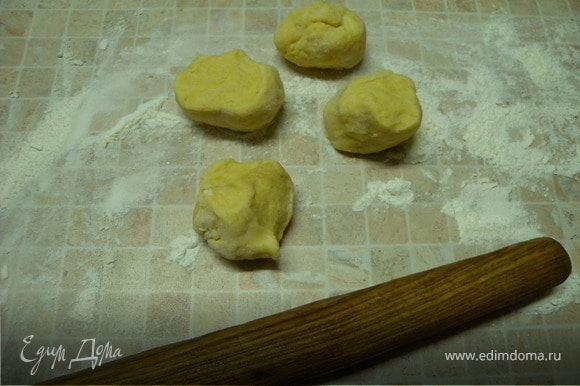 3. Дальше технология приготовления такая же как в рецепте http://www.edimdoma.ru/recipes/17097. Только вместо мяса - яблоки и сахар.