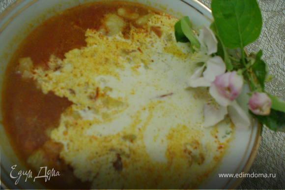 Через 10 минут добавить рис и варить до готовности риса. Перед подачей можно добавить сметанки или кислого молока
