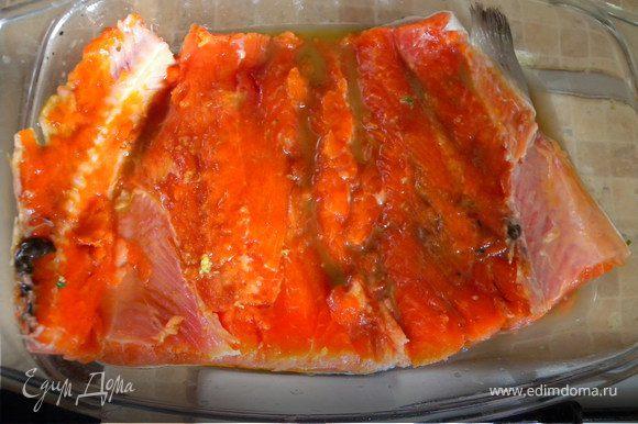 Рыбу маринуем. Маринад: протереть розмарин в ступке, добавить тертый на терке имбирь, оливковое масло (желательно холодного отжима) и соевый соус...