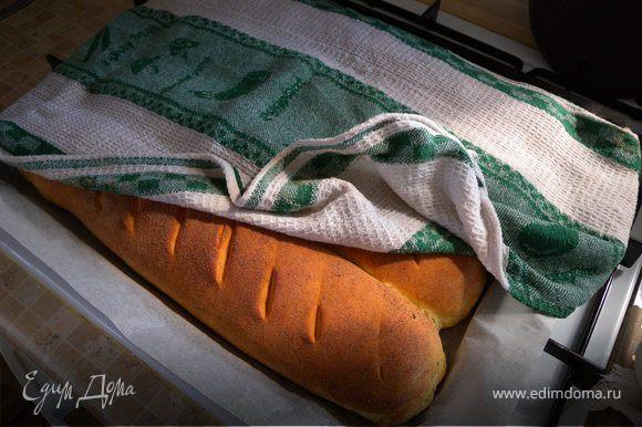 Если есть желание, после того как вы вытянули из духовки готовый хлеб - накрыть кухонным полотенцем на некоторое время (полотенце намочить в холодной воде и максимально отжать)...