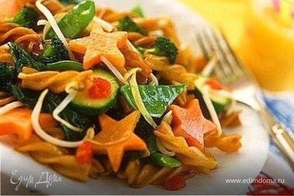паста с зеленой фасолью, цуккини и морковками-звездочками