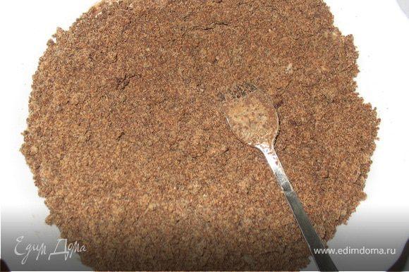 Добавить в миску сахар, затем просеять муку, какао и соду.