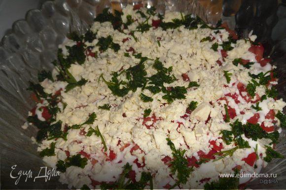 порезать помидоры кусочками - смазать майонезом; Посыпать сверху желтком и зеленью. На пару часов оставить в холодильнике(можно и меньше) Приятного аппетита!