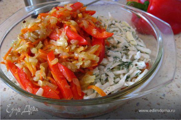 На помидоры-картофель,выкладываем сыр и кальмары, далее овощи, и заливаем лизоном из яиц, тертого сыра и зелени. Я добавила еще ложку отрубей( это по желанию).