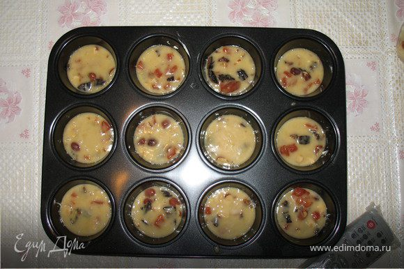 в 1) добавляем 1 кружку муки + 1 горсть дробленых орехов (фундук) + 3-4 шт. кураги (мелко нарез) + 3-4 шт. чернослива (мелко нарез) + лимонной цедры + конечно соль. перемешиваем и ставим в духовку на 10 мин (180С)