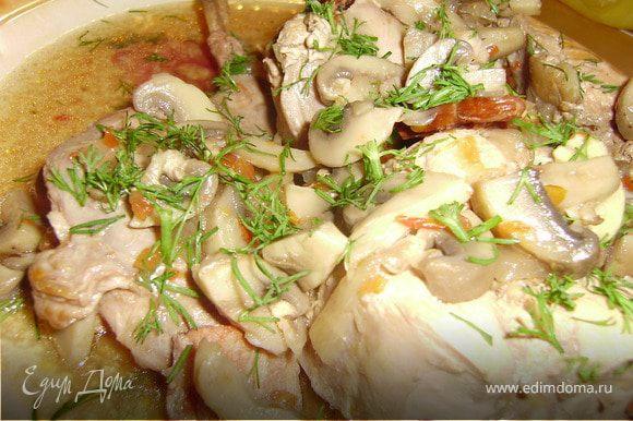 Все кролик в вине готов... Мясо подавать к столу, полив соусом в котором оно готовилось....Приятного аппетита!!!!