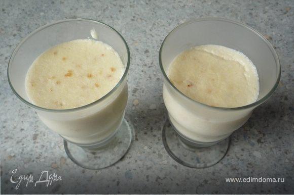 Пудинг разлить по десертным стаканам, дать остыть.