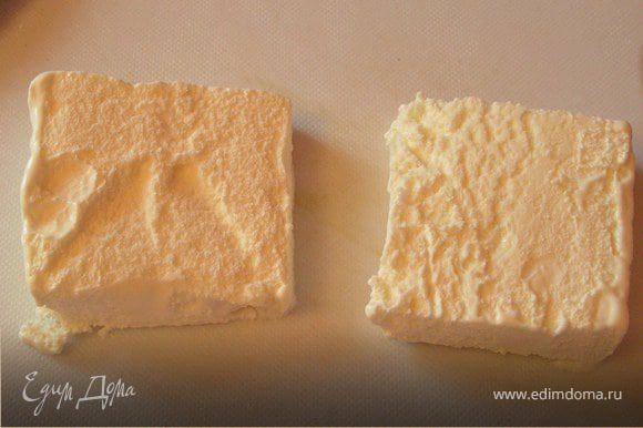 Мороженое разрезаем на 2 квадратика...