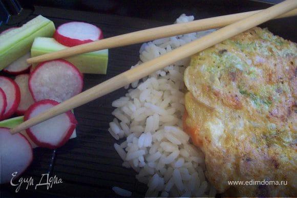 """данный салат будет прекрасным гарниром... я, например его использую в качестве гарнира и яичнице """"Фу Йонг"""" http://www.edimdoma.ru/recipes/23994"""