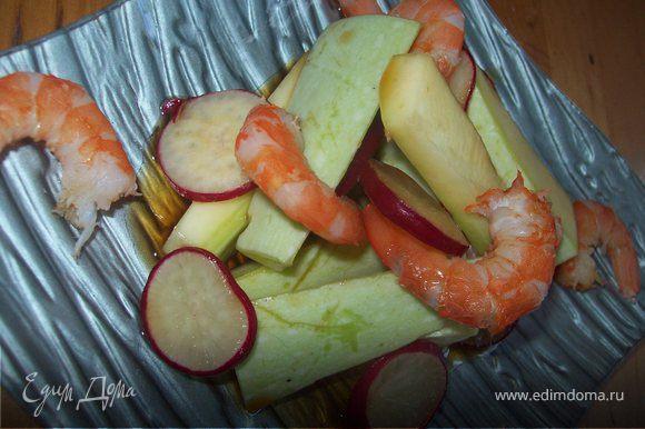 Вариант №3 так же вариант легкого ужина...добавьте к салату горсть отварных королевских креветок...я креветки варю на пару без лишней соли ведь мы используем соевый соус..)