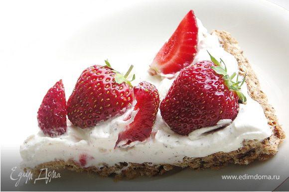 Режем на 6-8 частей и наши пирожные готовы:)Варим кофе,зовём любимых и наслаждаемся:)