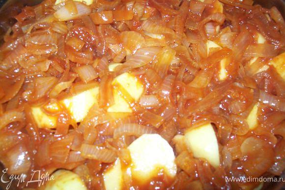 заливаем картофель луково-томатным соусом и отправляем в духовку 180 градусов примерно на час. Если Вам покажется что бульона мало то добавьте.)