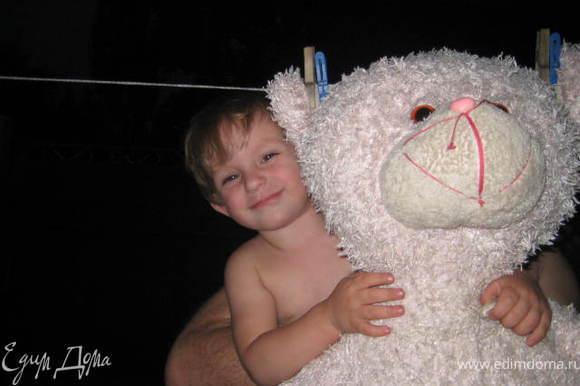 Это на фото медведь-оригинал - любимый Виня.