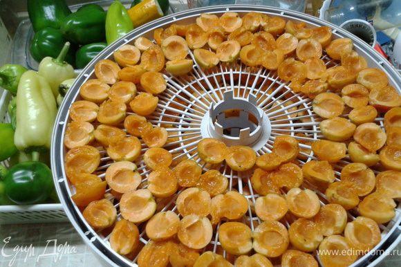 Еще летом мы сушили абрикоски, вот теперь пришло время их...