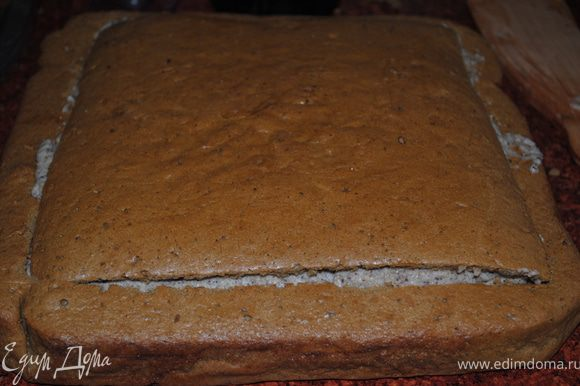 Накрываем крышечкой, затем ростапливаем шоколад и поливаем ним торт. Украшаем по вкусу.
