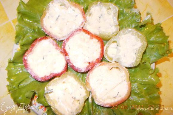 достаём перцы из холодильника и нарезаем колечками толщиной 1-1,5см, выкладываем на тарелку и... Прошу к столу! Приятного аппетита!