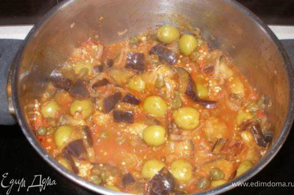 Добавляем баклажаны, пюрированные томаты, зелень, солим и перчим. Готовим 5-8 минут. Подавать можно немедленно, можно и позже (холодная капоната тоже очень даже). Я люблю с брускеттой :)А можно и как гарнир, и как вполне самостоятельное блюдо.