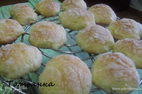 ...готовые печенья остудить...