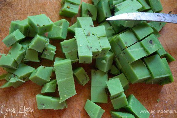 Режем сыр на кубики 1Х1 см