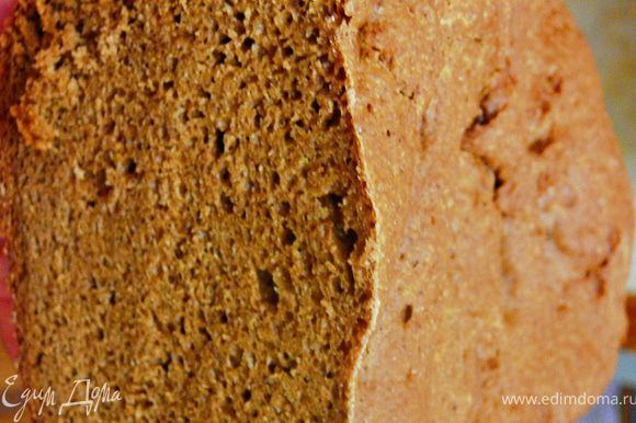 Все оставить хлеб подходить,то как тесто подходит почти не видно,советую не открывать печь,не мешать процессу,по окончании работы хлебопечи.Достать сразу же хлеб,поствить на решетку,накрыть полотенцем и оставить остывать.