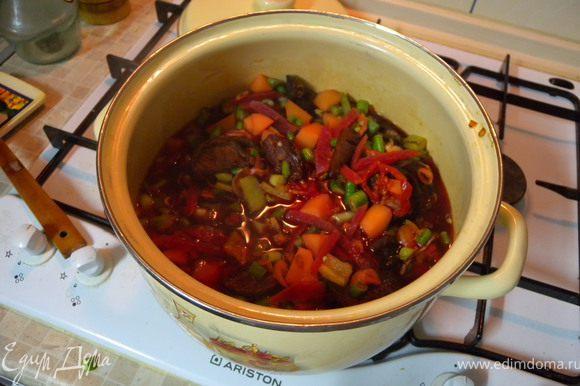 Итак, у нас уже варится картофель, свекла, морковь, фасоль, сухофрукты и сухоовощи...