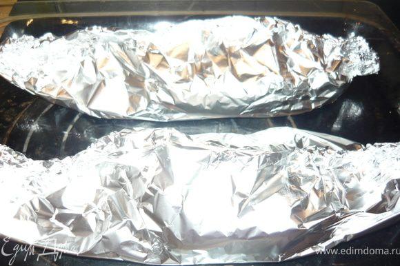 Запекать 20 минут при температуре 220 градусов. Развернуть пакетики, включить духовку на режим гриль и дать рыбе подрумяниться минут 5.