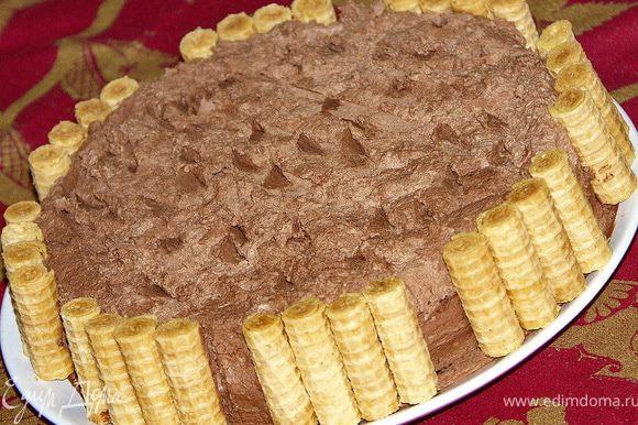 Прилепляем вафельки и выносим торт на холод или в холодильник.Коржи тоненькие и очень нежные,пропитаются быстро.Через пару часов можно кушать.Приятного аппетита!:)