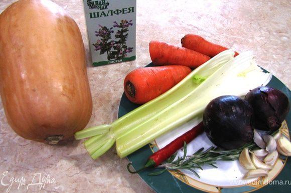 Итак - Суп-пюре из тыквы Суп идет с сырными гренками, но мне лично он больше нравится со сметаной.