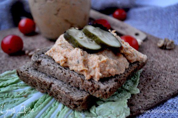 Подавать охлажднным с хлебом,хлебцами,украсив маринованным огурчиком и листиком базилика.Приятного аппетита!