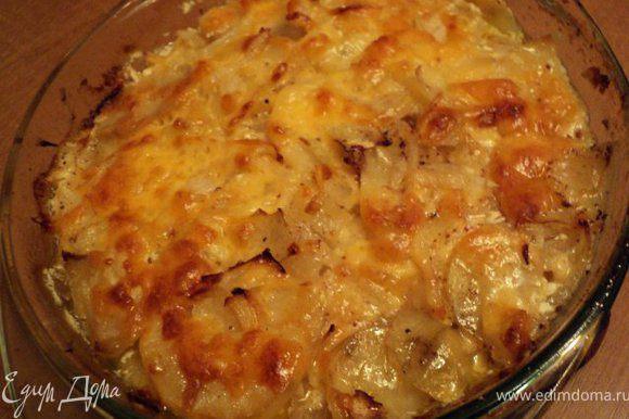 Запекать в духовке при температуре 180 градусов 1 час 30мин до готовности картофеля и золотистой корочки.