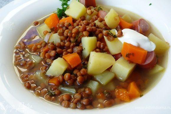 Суп приправить солью, сахаром, перцем, уксусом. Подавать со сметаной. Приятного аппетита!