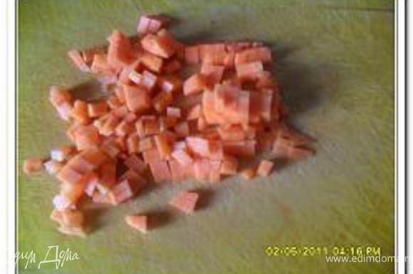 Также кубиками нарезать морковь