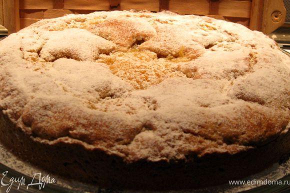 Готовый пирог посыпать сахарной пудрой Подавать охлажденным.