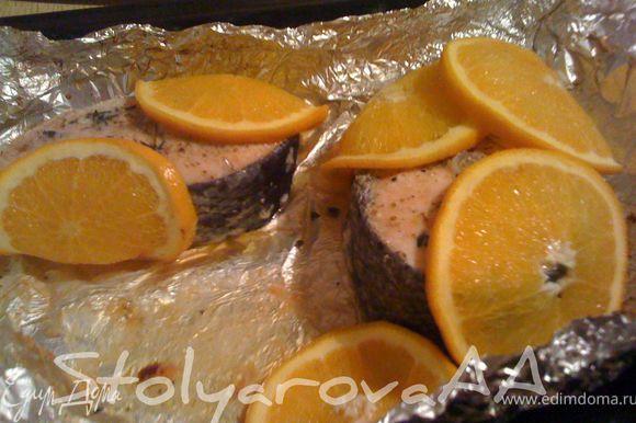 Отправить семгу в духовку на 15-20 минут.