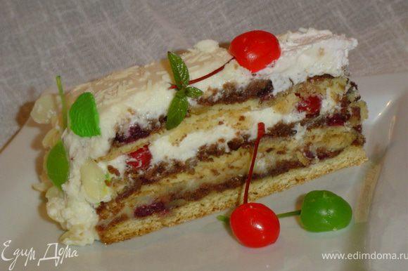Дайте торту пропитаться 10-12 часов, а потом уже можно и наслаждаться. Приятного аппетита!!!