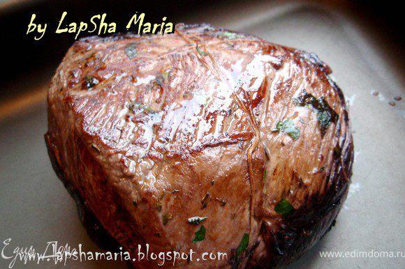 """""""Налейте масла или жира в большую кастрюлю и положите мясо. Обжарьте мясо со всех сторон до коричневого цвета. Это займет примерно 15 минут. Слейте почти весь жир."""" (я использовала масло оливковое, так что сливать особо нечего было)"""