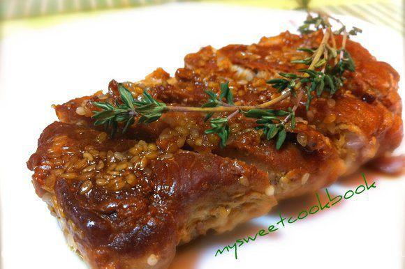 Все, мясо готово! Подавать к столу горячим, полив соусом, образовавшимся при тушении...Как же это вкусно! Bon appétit!