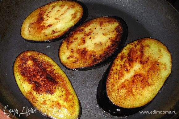 обжариваем на сковороде до золотисто-коричневого цвета( можно запечь в духовке)