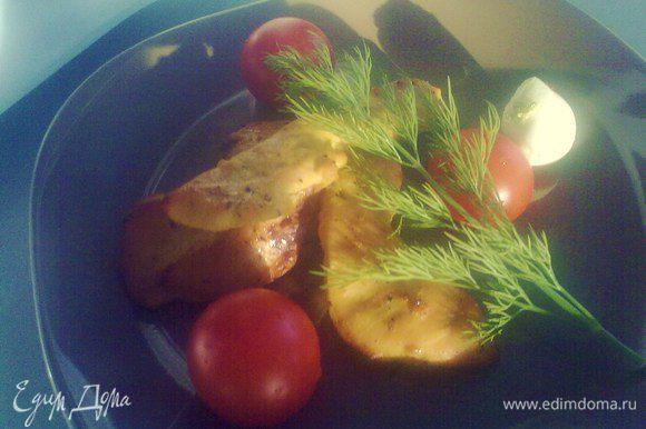 Выкладываем мясо на противень и готовим при 180-200 градусах 20-30 минут. Приятнейшего аппетита!=)