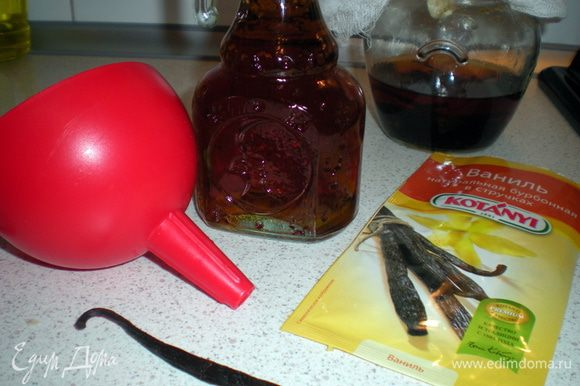 По истечении срока процедить эссенцию в бутылочку.Положить в неё целую палочку ванили и можно пользоваться по назначению.