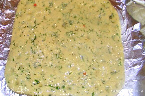 Смазать оливковым маслом и посыпать морской солью. Выпекать 15-20 минут. Когда хлеб будет готов оберните его чистым полотенцем и дайте остыть.