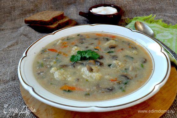 Подавать со сметаной.Очень сытный и вкусный суп! Приятного аппетита!