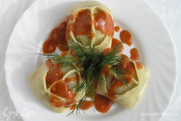 Подавать манты с томатным соусом. Приятного аппетита! :)